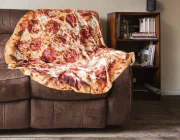 Realistic Pizza Throw Blanket