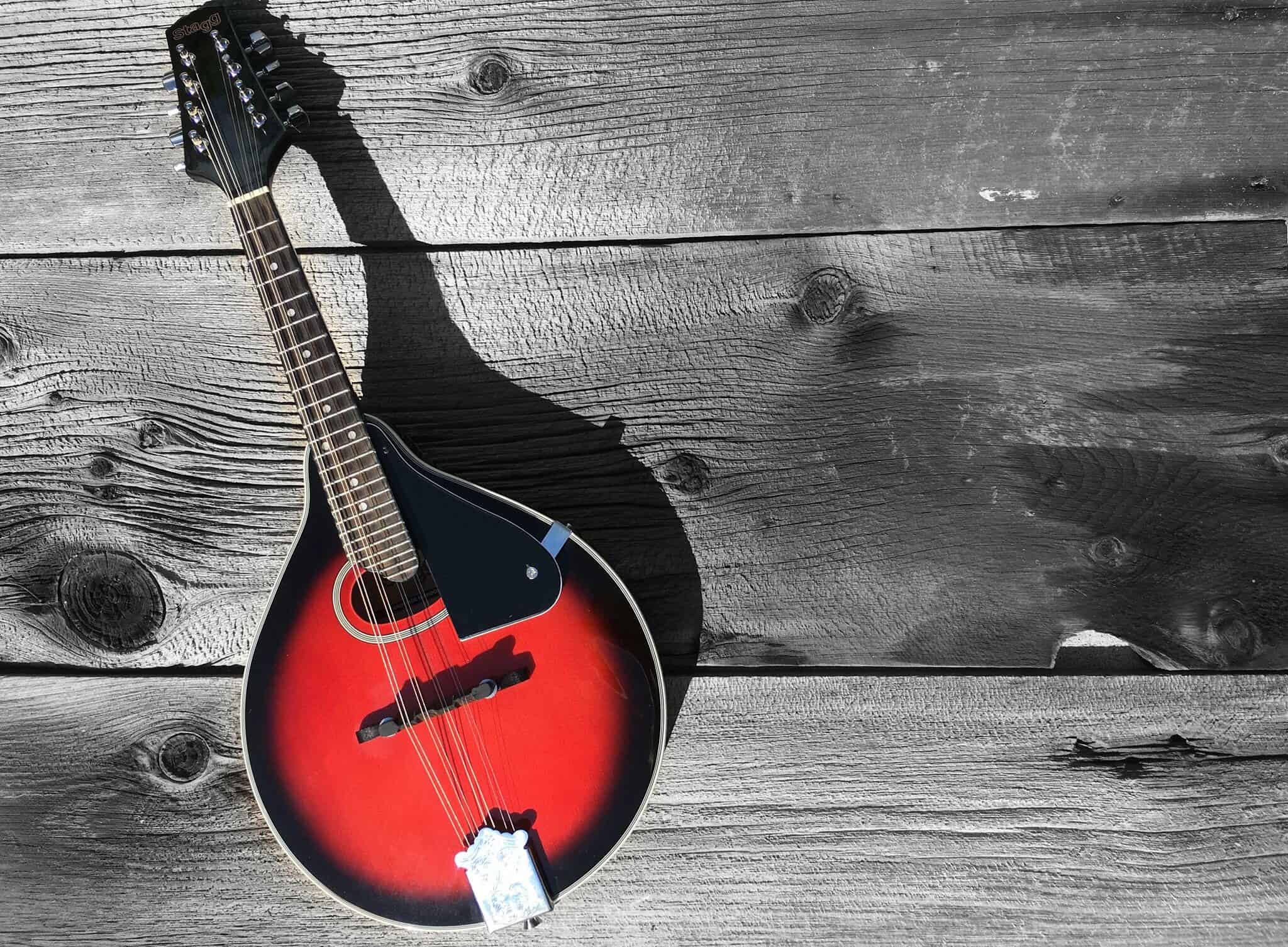 5 Tuneful (and Affordable) Mandolin Reviews – Up Your Bluegrass Game in 2018