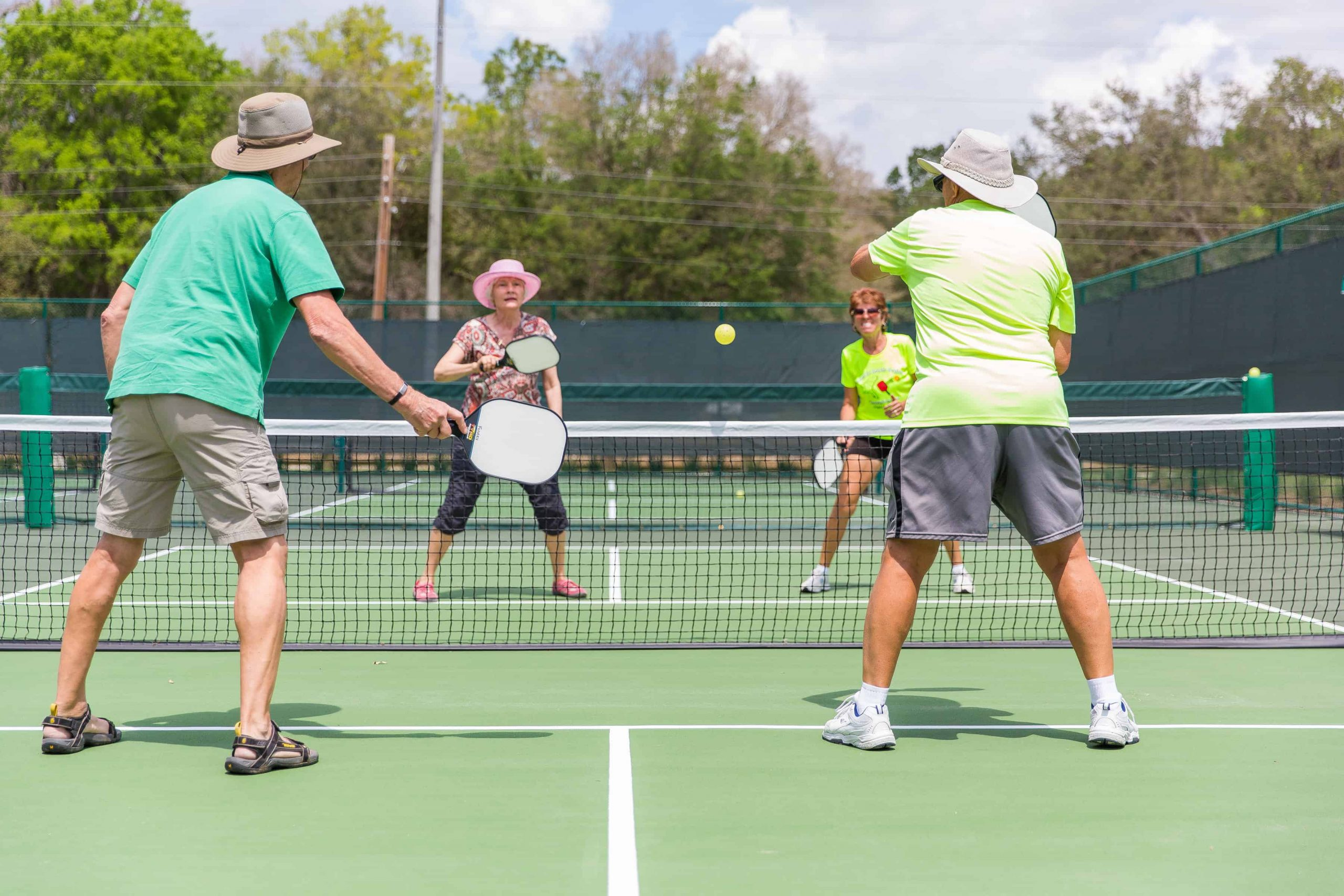 10 Fast-Moving Pickleball Paddles Reviews – Serve, Hit, Volley, and Dink in 2020