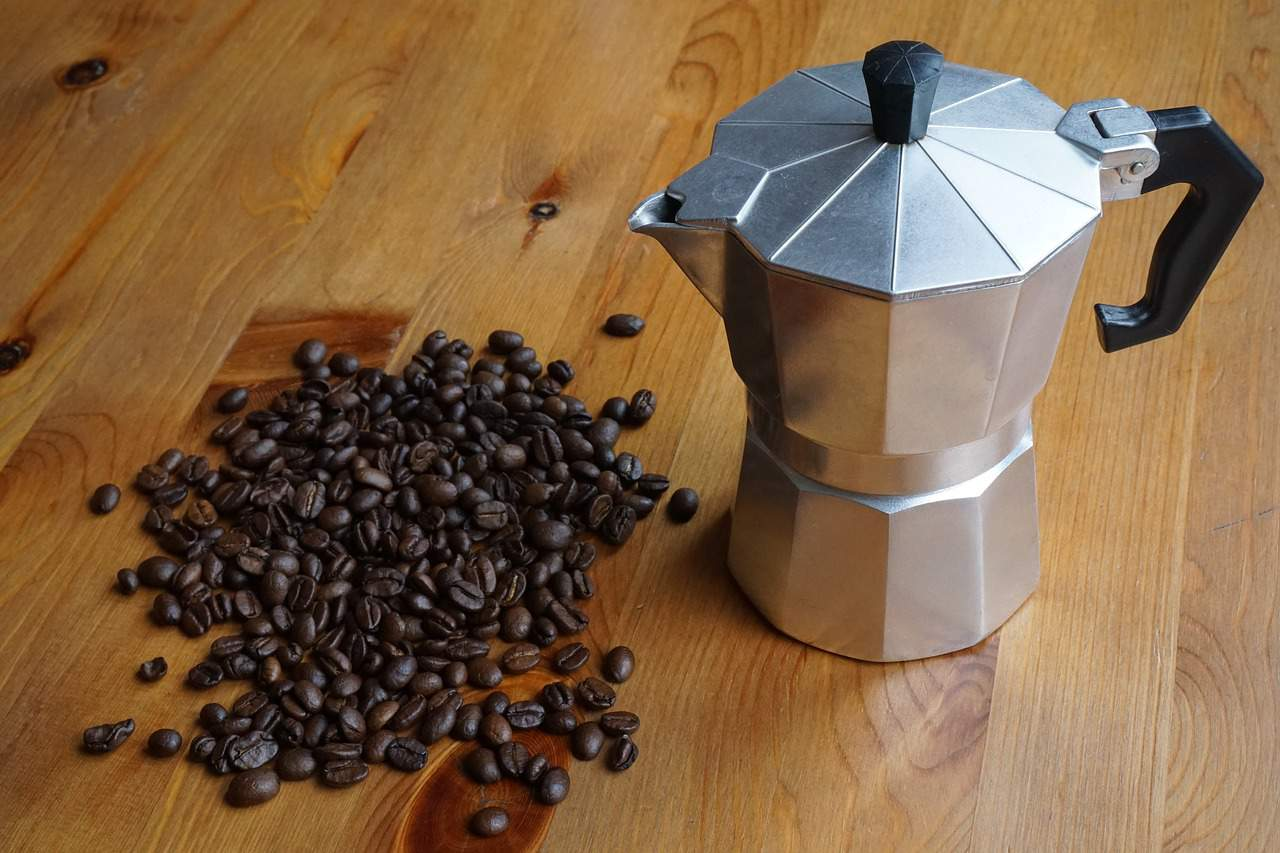 6 Ace Stovetop Espresso Maker Reviews – Brew Like a Barista in 2018