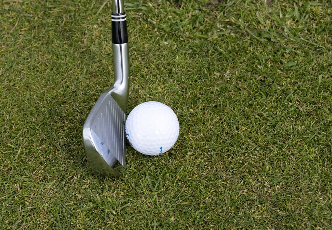 9 Best Golf Clubs For Beginners Reviews – Tee off like a Pro in 2020