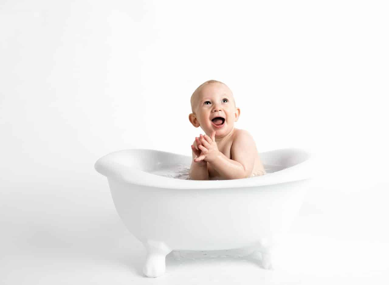 5 Safest Baby Bath Tubs – Take Care of Your Little One in 2020