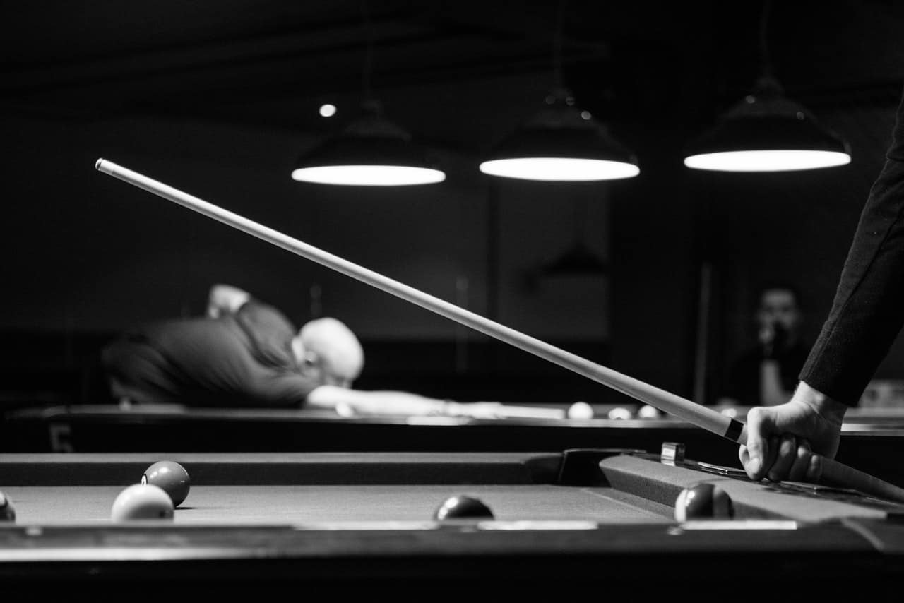 10 Outstanding Pool Cues – Stick It To the Competition In 2018